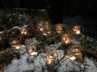 Lyktene til barna ble superfine i snø og lyng!